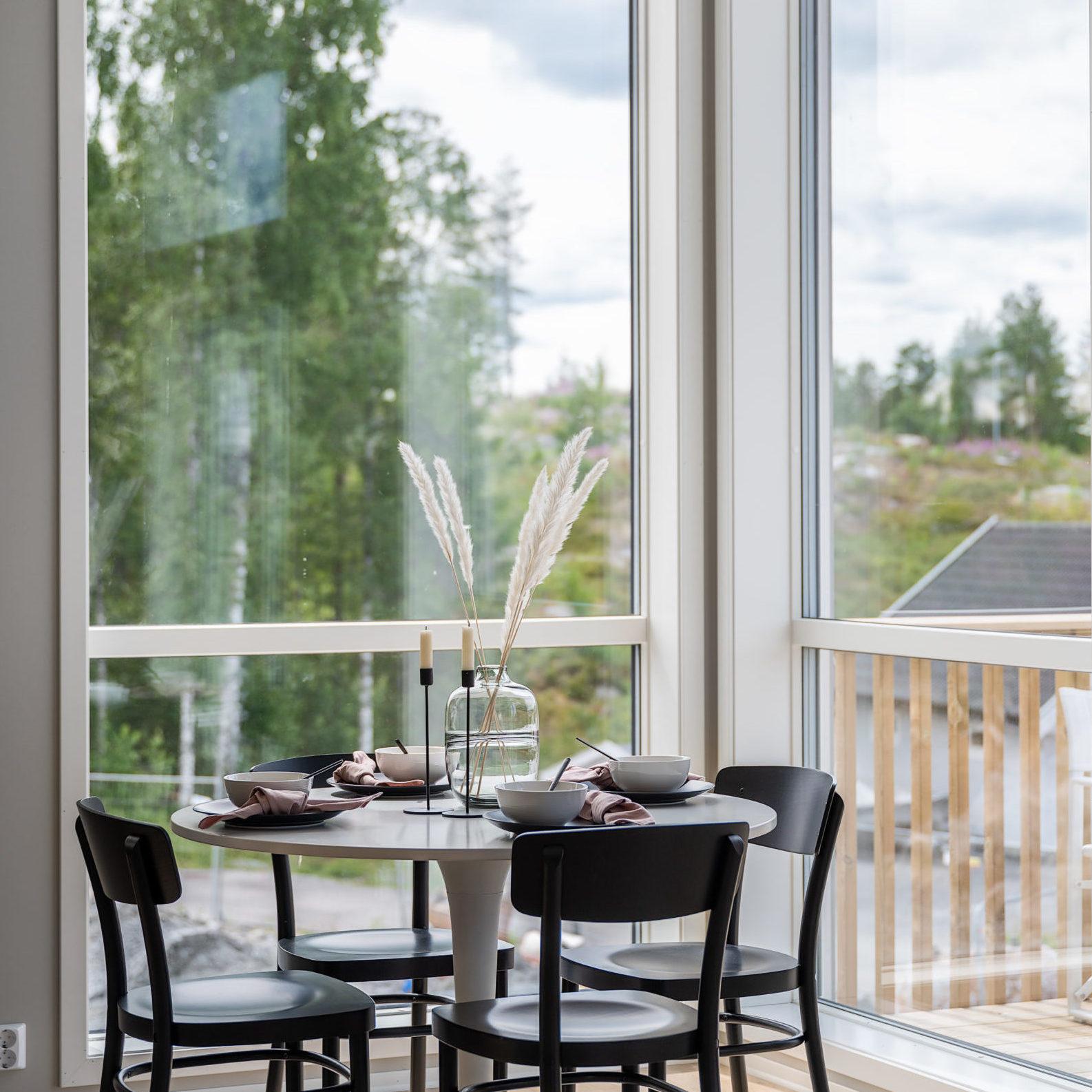Enebolig Fjellfoten Hage: Stue med luftig takhøyde og god utsikt